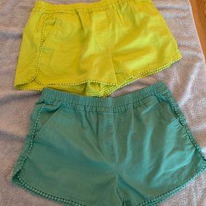 Loft shorts medium 2 pairs. Sage and lime